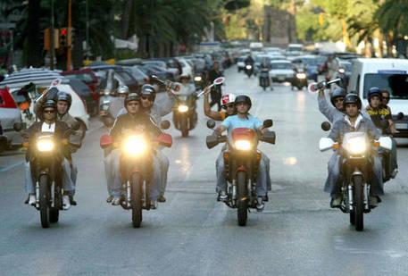 Napoli, moto non si ferma all'alt: tre poliziotti rimangono feriti