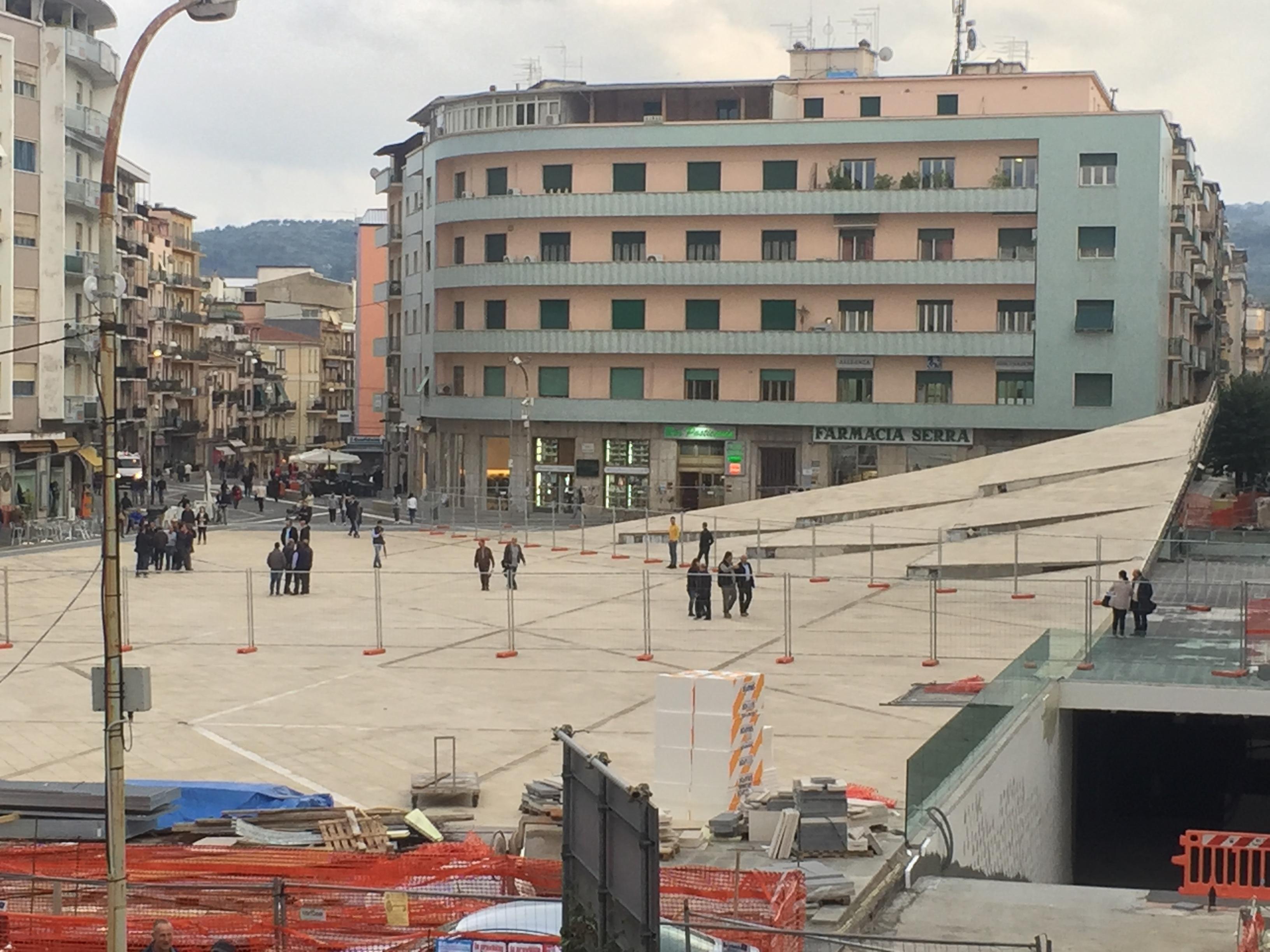 Gara per le luminarie di piazza Bilotti, al Comune di Cosenza arriva la Guardia di Finanza