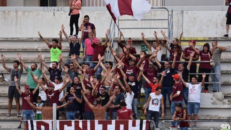 """Fumogeni allo stadio """"Granillo"""", Daspo per due tifosi della Reggina"""