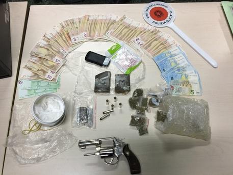 Arma e droga, arrestati zio e nipote