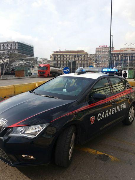 Napoli, autista polacco parcheggia tir e va via: scatta l'allarme