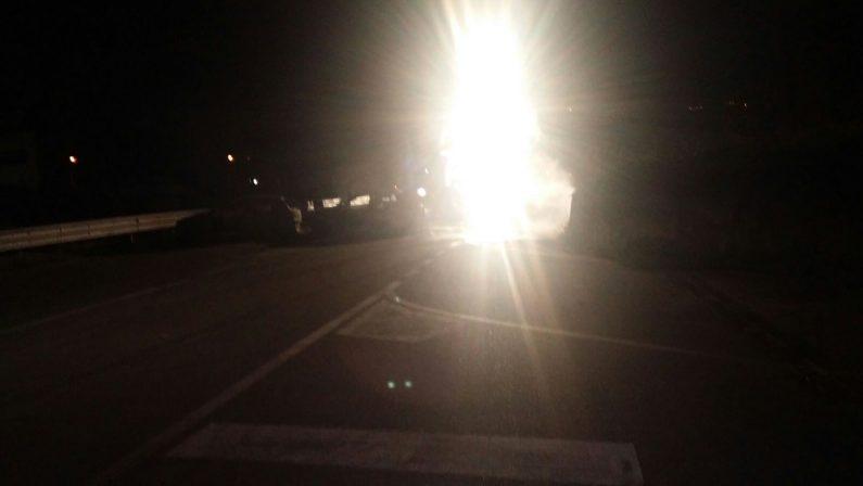 FOTO – Assalto militare al caveau della Sicurtransport  Scene da guerra per le strade di Catanzaro
