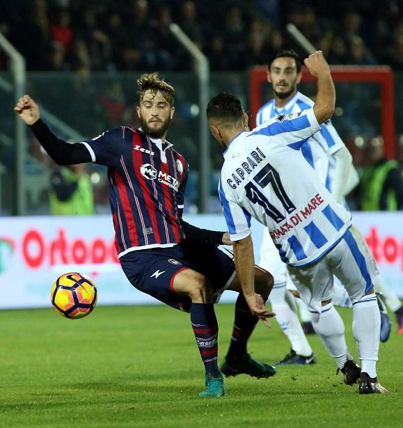 FOTO - Le immagini di Crotone-Pescara, allo Scida i pitagorici vincono 2-1