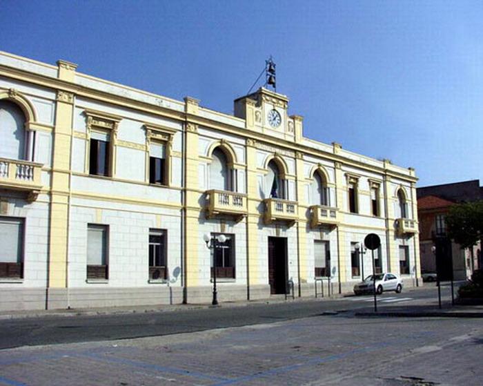 Dimissioni amministratori dopo condanna del sindacoSospeso il Consiglio comunale di Villa San Giovanni