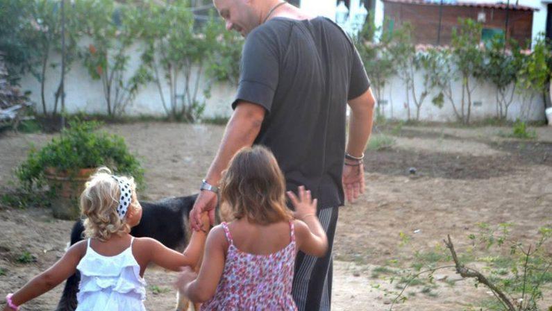Ordinanza del sindaco di Isola Capo Rizzuto: i bambini autistici posso essere accompagnati a passeggiare