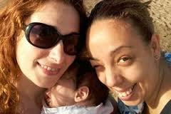 Bimbo con 2 madri: il Tribunale Napoli dice sì alla trascrizione del certificato