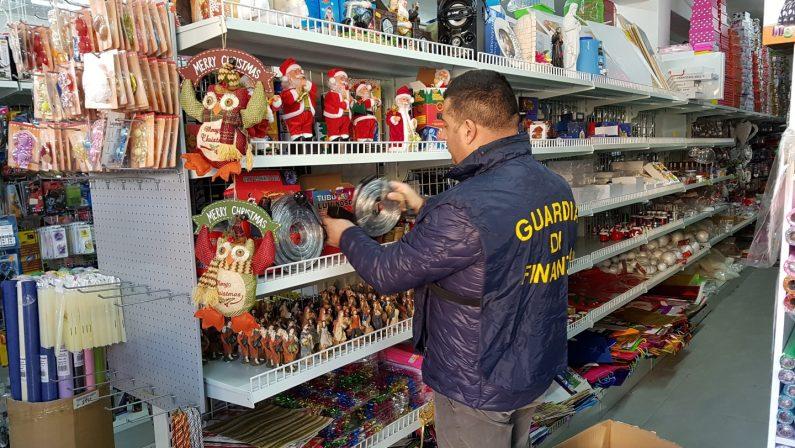 Sicurezza del Consumatore, sequestrati 7 milioni di luci e giocattoliErano in diffusione nel Cosentino, 8 commercianti denunciati