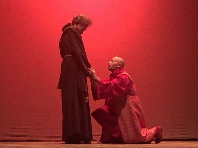 """Cosenza, al teatro Rendano arriva """"Francesco e il Re"""": l'eterno scontro tra politica e fede"""