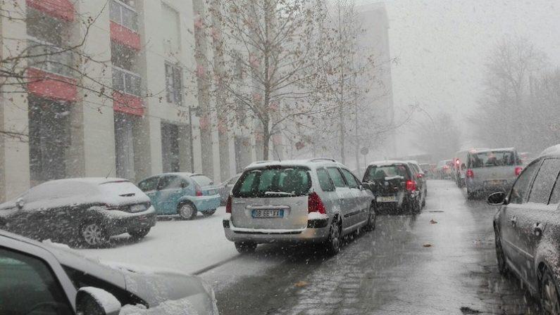 """FOTO – La neve paralizza Potenza e """"minaccia"""" il palco del concertone Rai di Capodanno"""