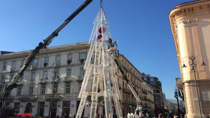 FOTO- Natale, ancora uno slittamento ad Avellino: tutto in allestimento