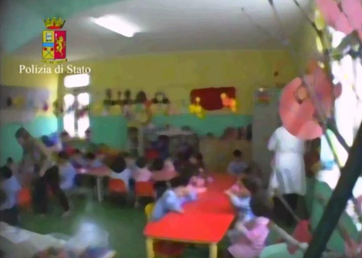 Crotone, picchiava i bambini che frequentavano la scuola Sospesa dal gip una maestra della materna