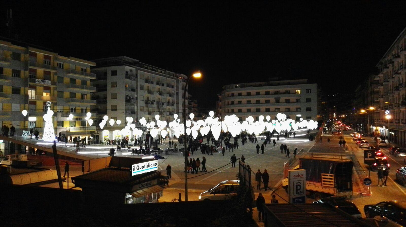 Cosenza, il sindaco Occhiuto inaugura Piazza Bilotti  definita: «La più grande piazza della Calabria»