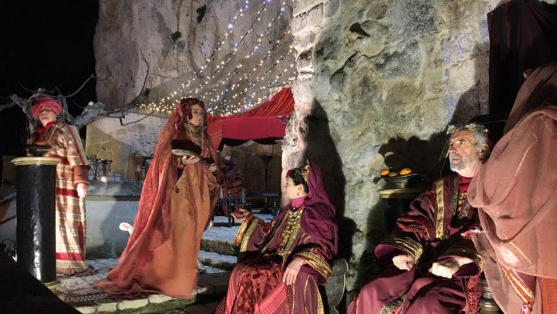 Ecco il presepe vivente di Matera: tra i Sassi la magia di 450 figuranti