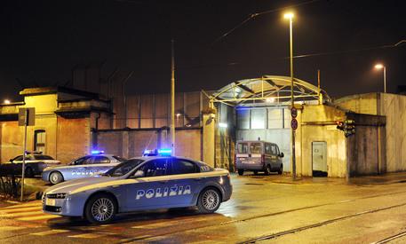 Inseguito dalla Polizia nel napoletano, sbatte contro un muro: è grave 18enne
