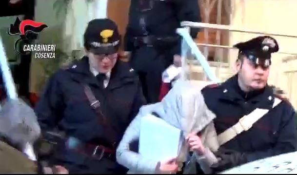 Fiumi di droga nelle località turistiche del Cosentino  Operazione con 25 fermi, ci sono anche sei donne