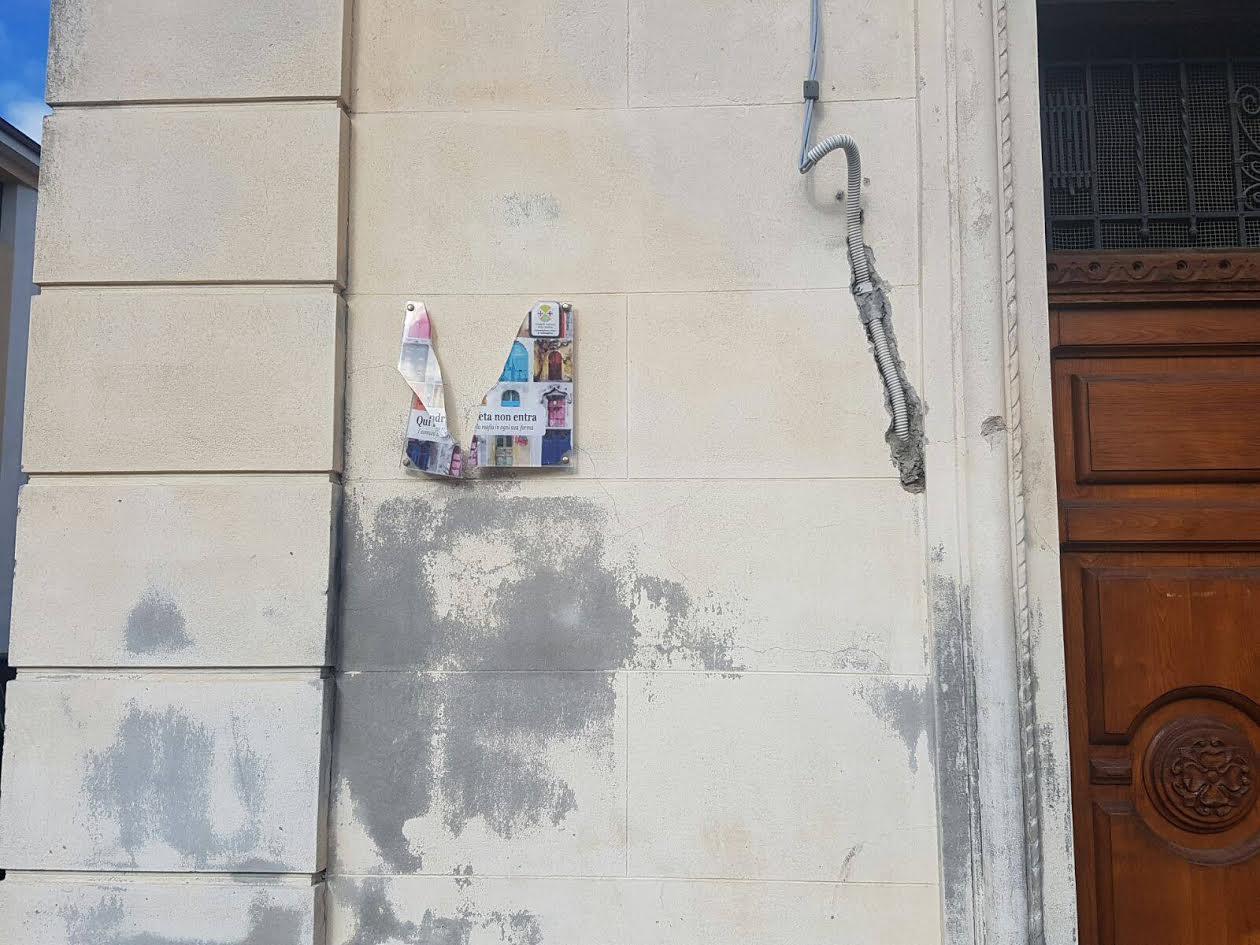 Cessaniti, riposizionata la Targa anti 'ndrangheta al ComuneEra stata distrutta, presto attiva la video sorveglianza