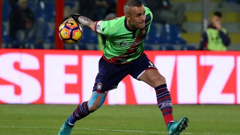 Crotone, la squadra si prepara alla sfida con il SassuoloCordaz non si arrende: «La salvezza è ancora possibile»
