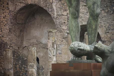 Festività, turisti in massa tra Pompei e il Vesuvio