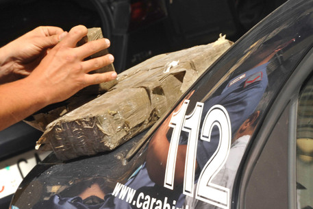 Asse della droga tra Napoli e Palermo, i Carabinieri arrestano sei persone