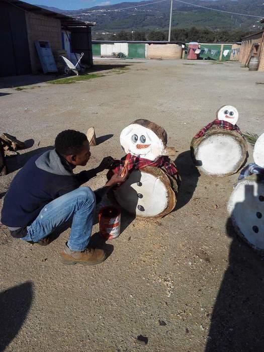 Le rotatorie di Lamezia addobbate per il NataleProgetto realizzato dai migranti della Malgrado Tutto