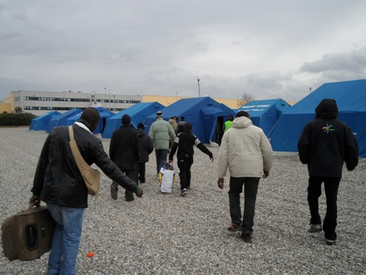 San Ferdinando, cambia la tendopoli restano i morti  Ancora un incendio tra le tende dei migranti, ancora una vittima