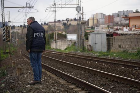 Operaio trovato morto sui binari a Casoria, corpo in decomposizione