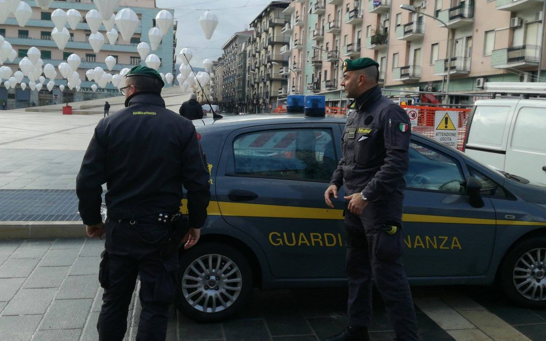 La Guardia di Finanza a piazza Bilotti