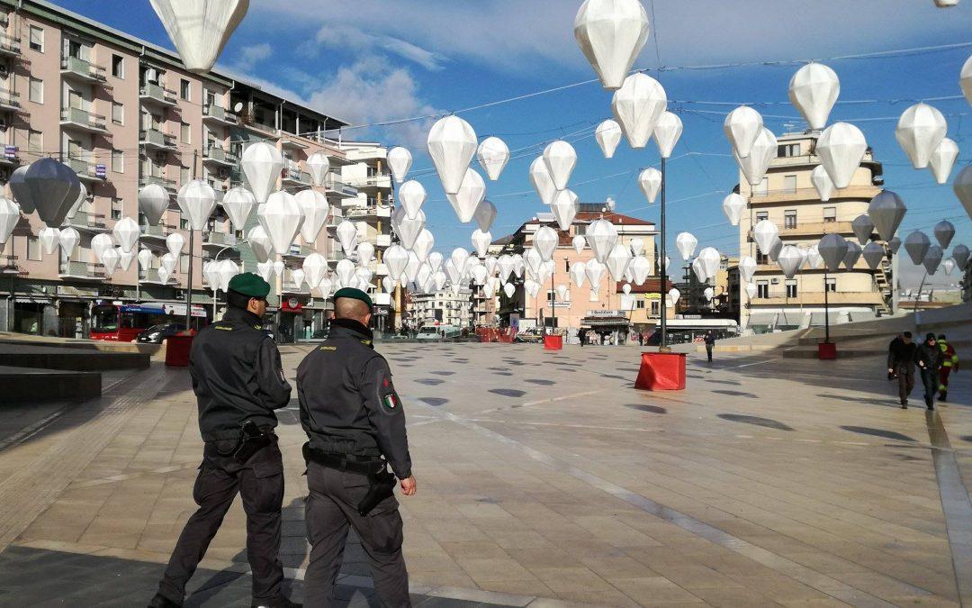 FOTO – Guardia di Finanza sequestra il parcheggio di piazza Bilotti, Cosenza