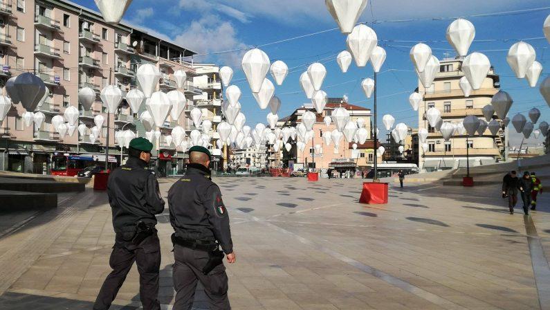 FOTO - Guardia di Finanza sequestra il parcheggio di piazza Bilotti, Cosenza