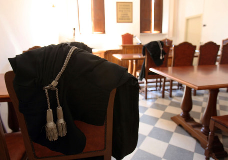 Molesta una studentessa minorenne, provvedimento per professore 55enne napoletano
