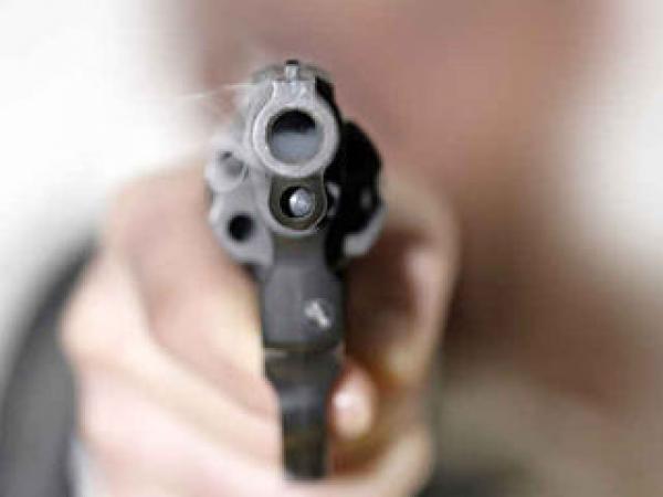 Rapina in un negozio a Lamezia. Malvivente strappa una collana d'oro dal collo della titolare