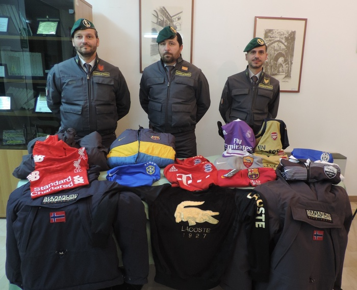 La Guardia di Finanza sequestra 59 capi contraffatti nel Materano