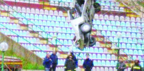 Incidenti stradali, tre feriti e un morto nel CosentinoDopo la discoteca l'auto finisce contro un muro