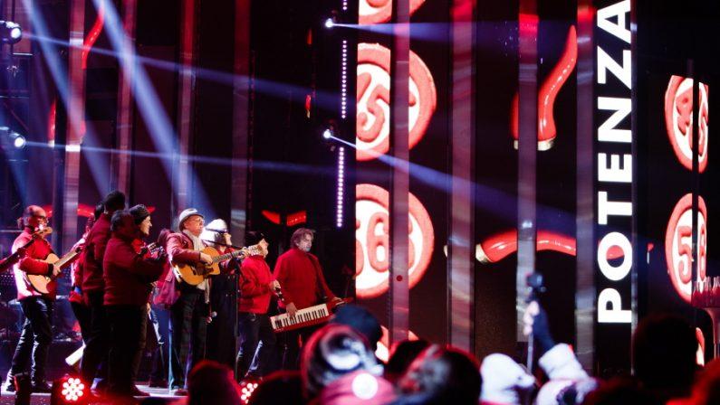 FOTO – Capodanno Rai a Potenza, la magia del palco negli scatti di Andrea Mattiacci