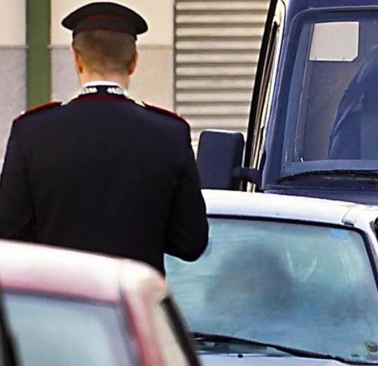 Tragedia a Salerno, 45enne si lancia dal balcone con figlio di 3 anni: morti sul colpo