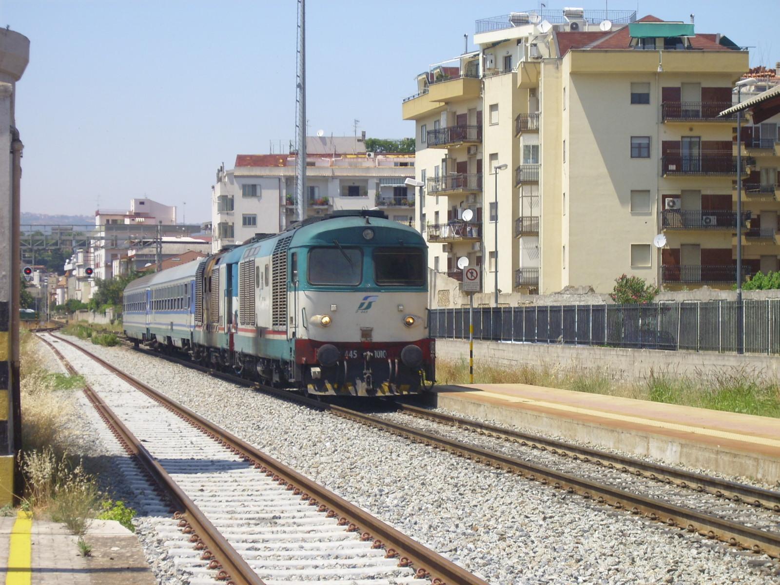 Segnalati ritardi sulla linea ferroviaria Reggio Calabria - Rosarno