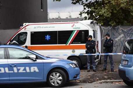 Napoli, rapinatore romeno aggredisce uomo con calci e pugni