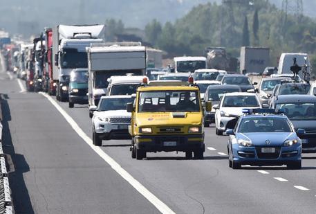 Contromano sulla A30, morti due anziani in un incidente stradale