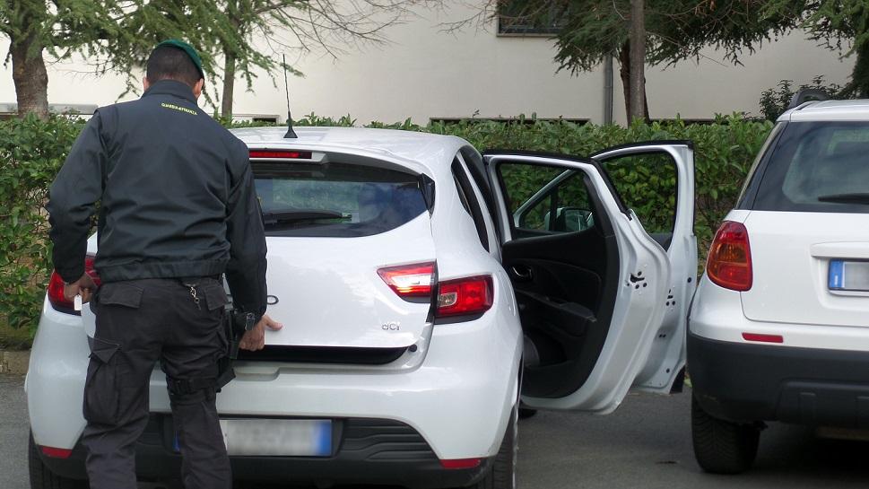 Cosenza, sequestrate 14 automobili intestate a una persona già condannata per ricettazione