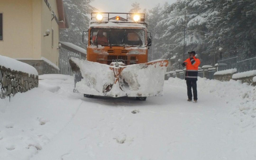 Gelo in Calabria, allerta per la neve a bassa quota  Aprono impianti sciistici, attenzione sulla viabilità