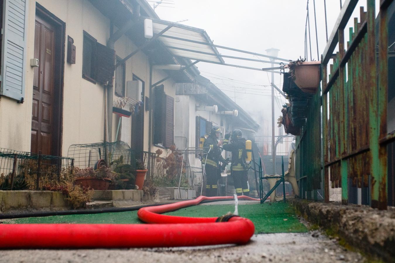 Potenza, fiamme a Bucaletto: paura nella cittadella dei terremotati