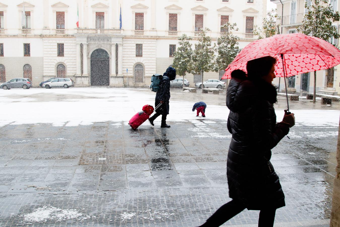 FOTO – Torna la neve in Basilicata: scatti dalla domenica imbiancata a Potenza