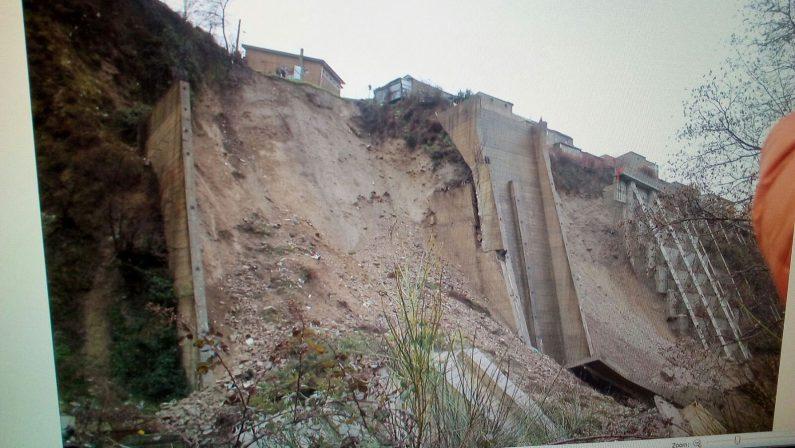 Maltempo, Calabria ancora in piena emergenzaCrotonese a rischio esondazioni. Le città senz'acquaA Montalto crolla un muro, evacuate 5 famiglie