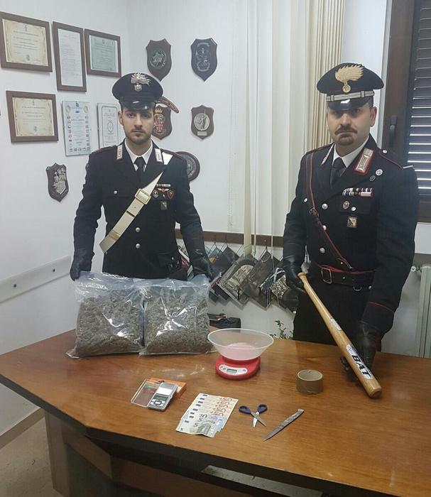 Un kg di marijuana nella «centrale dello spaccio»: in 2 ai domiciliari nel Potentino