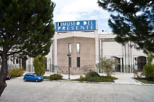 Imbrattano con vernice spray il muro del museoBloccati tre giovani a Rende, uno è stato arrestato