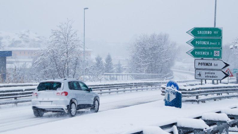 Nevica ancora sul Centro Sud, rallentamenti sulla Silana - Crotonese