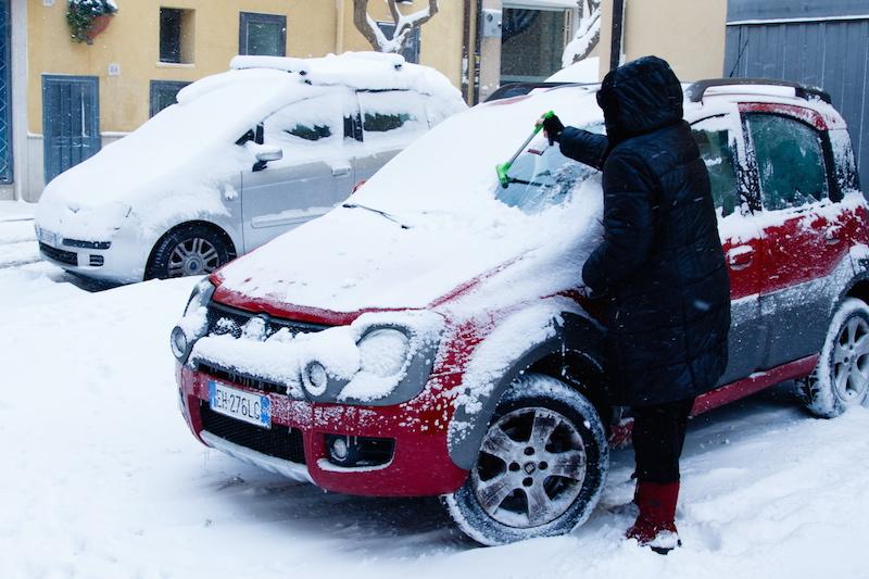 Gelo e necessità di controlli, scuole chiuse in molte città. A Reggio Calabria il Comune centro di solidarietà