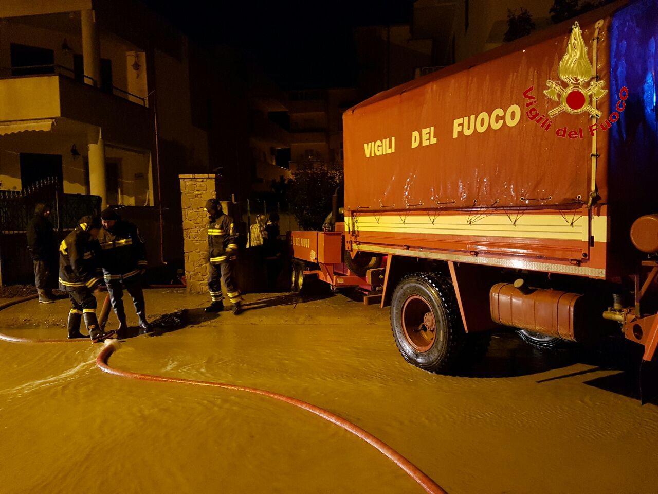 Incendio distrugge una baraccopoli nel Reggino, i migranti hanno impedito i soccorsi
