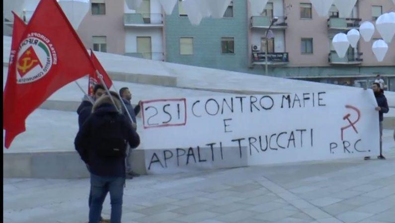 Sit – in a piazza Bilotti, a Cosenza, contro appalti truccati e voucher