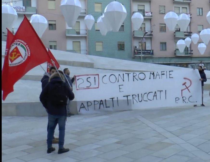 Lo striscione in piazza Bilotti, a Cosenza